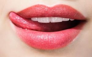 Eingerissene-Mundwinkel-trockene-Lippen-Diese-Krankheitssymptome-koennt-ihr-an-euren-Lippen-ablesen--opengraphImageWide-4e28f3e2